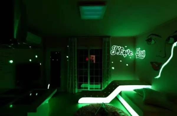 燈光營造的酒店主題氛圍